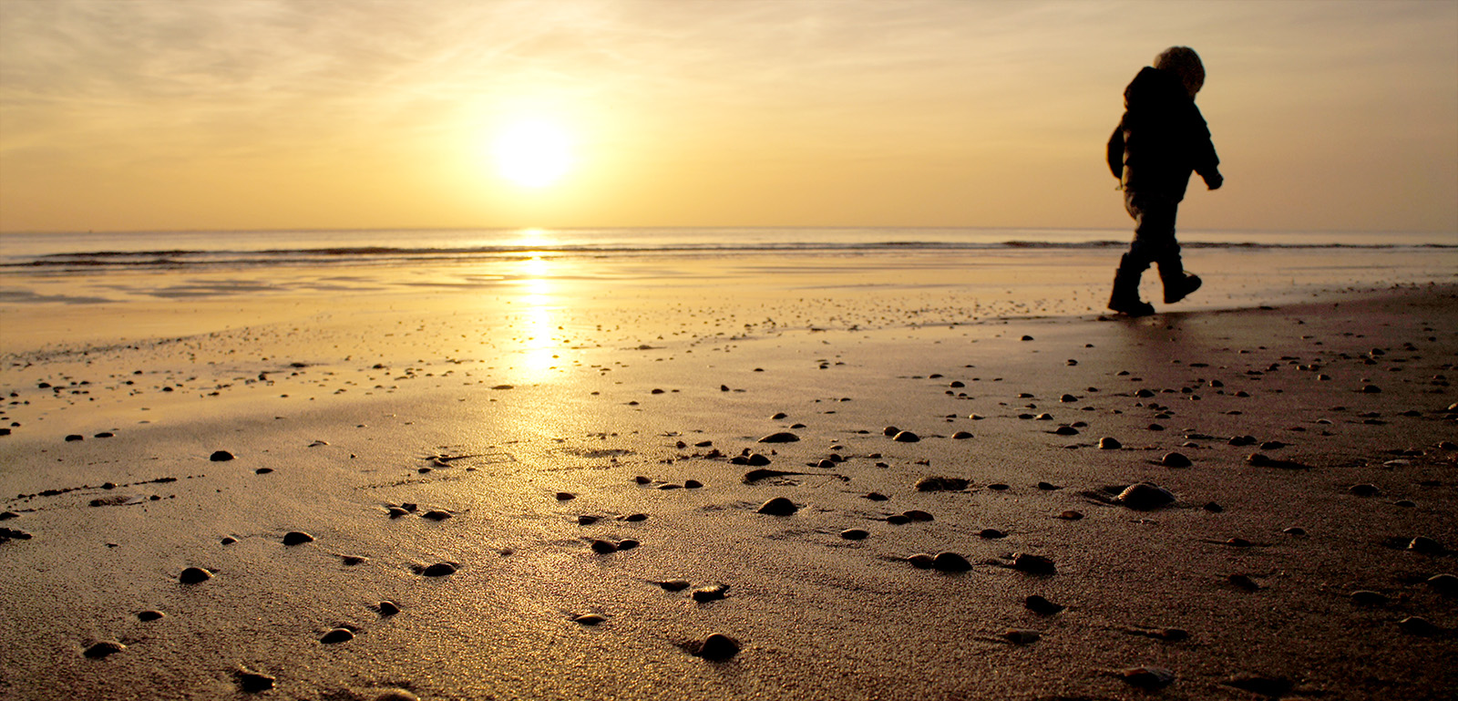 Strandwandeling-kind